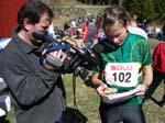 Marianne Riddervold blir intervjuet av lokal-TV etter seier i dameklassen