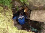 Anton kryper ned i grotten